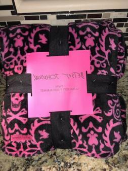 BETSEY JOHNSON TWIN Ultra Plush Throw Blanket Black/Pink SKU