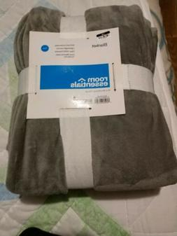 Room Essentials Blanket Twin Throw 66x88 inches. Gray.  New