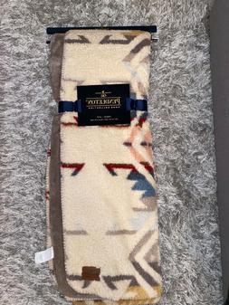 "PENDLETON HOME COLLECTION - Aztec Throw Fleece Blanket 50""X7"