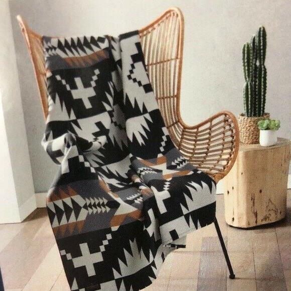 home collection spider rock luxe black multi