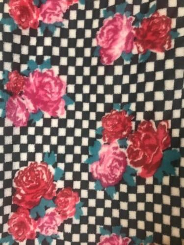 New Betsey Roses Black Plush Throw Sz.50x70