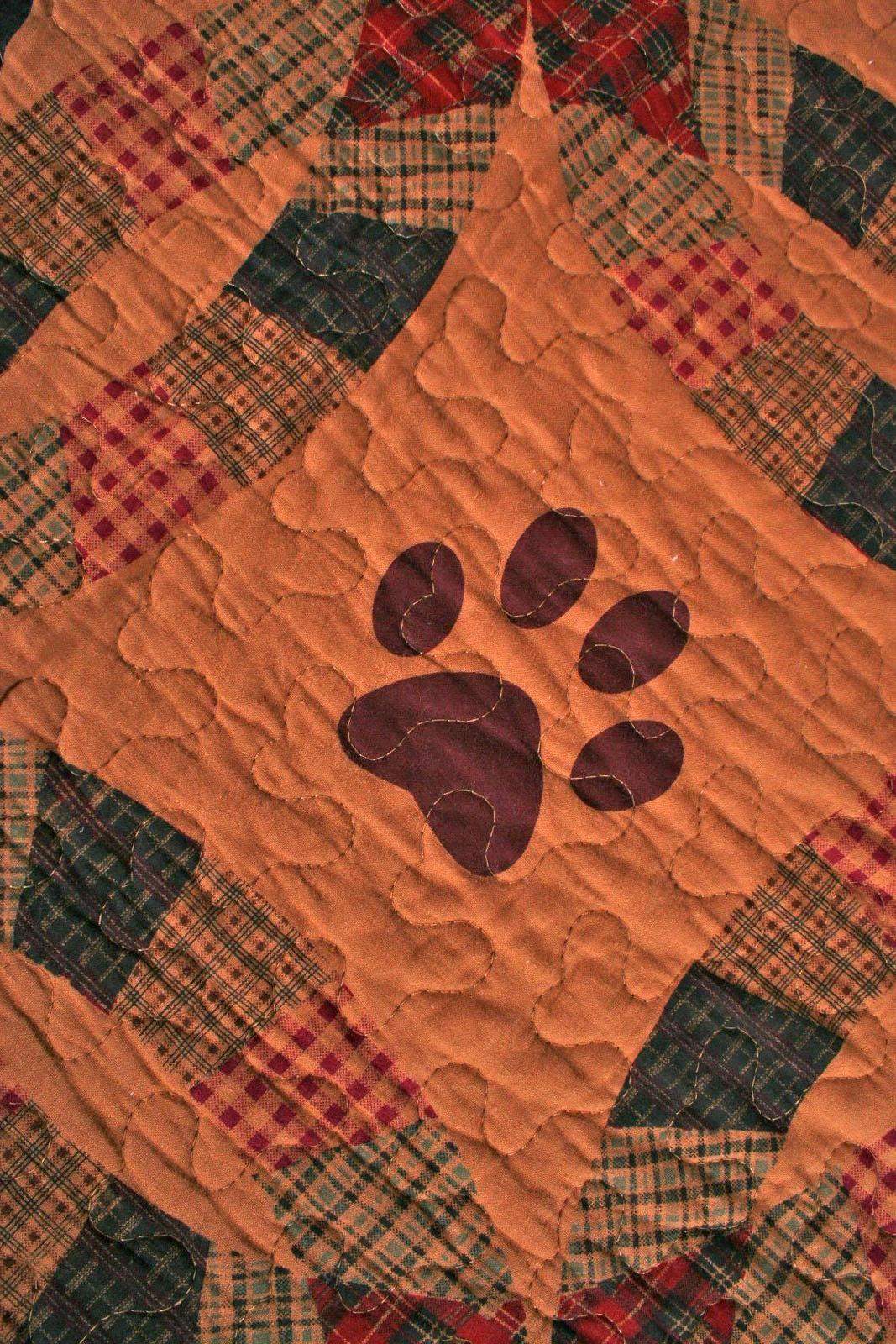 Quilt Black Paw Cabin Life Lap Bedding