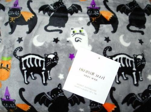 "Isaac Mizrahi Costume Cats Halloween Throw Blanket 60/""x70/"" Cat Lover/'s Throw"