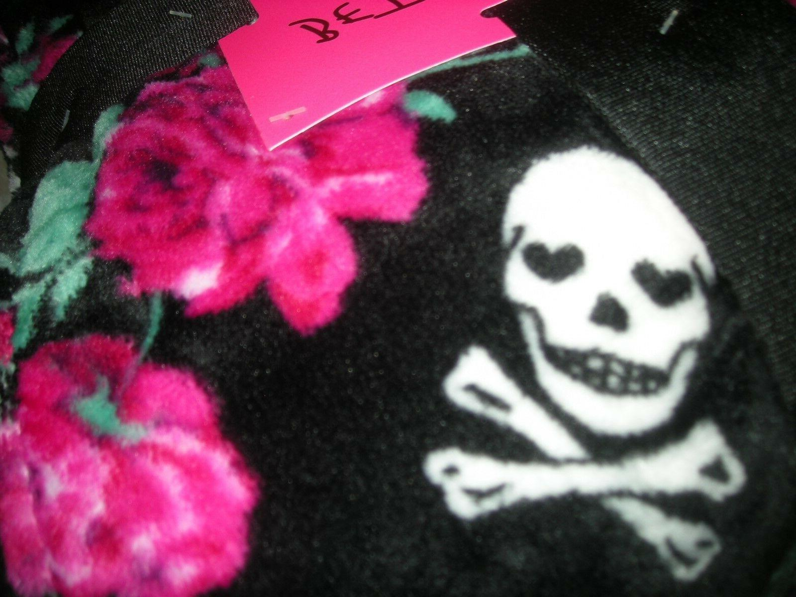 "BETSEY ""Twin"" Ultra Plush Throw Skulls"