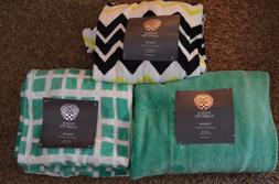 NEW ~ VINCE CAMUTO Luxury Super Soft Plush THROW BLANKET  50