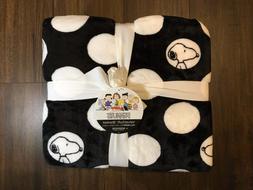 NEW Snoopy Peanuts Polka Dots Decorative Plush Throw Blanket