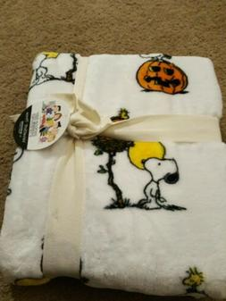 Peanuts Berkshire Halloween Throw Blanket VelvetSoft Snoopy